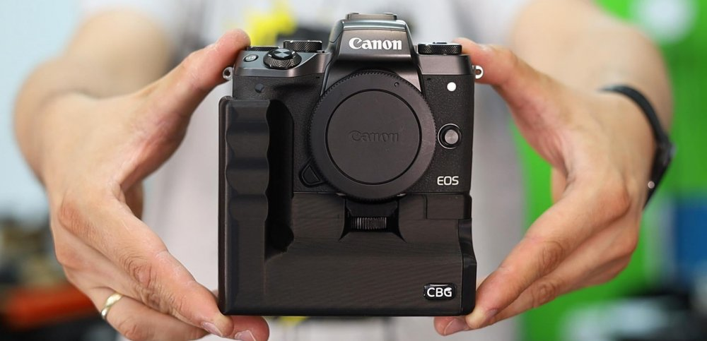 Battery Grip for Canon EOS M5 by CustomBatteryGrips