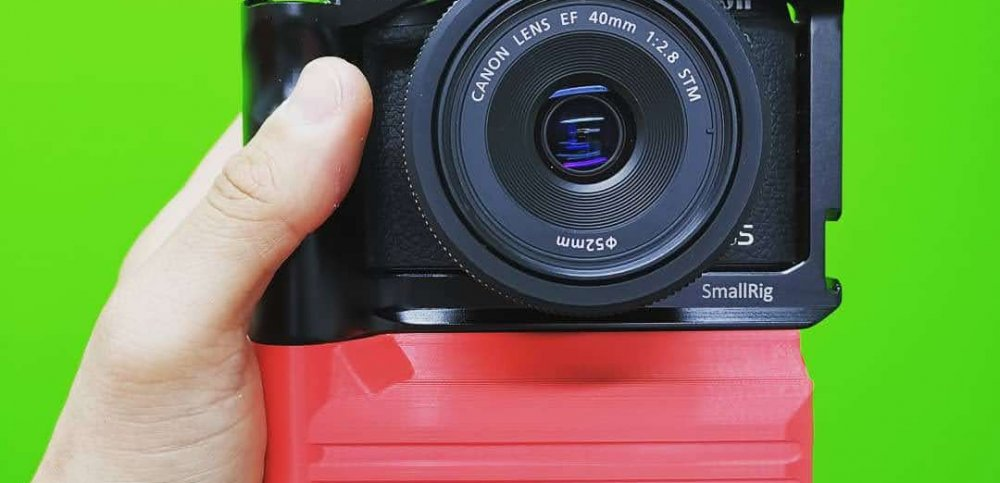 Red battery add-on for EOS M6 Mark II