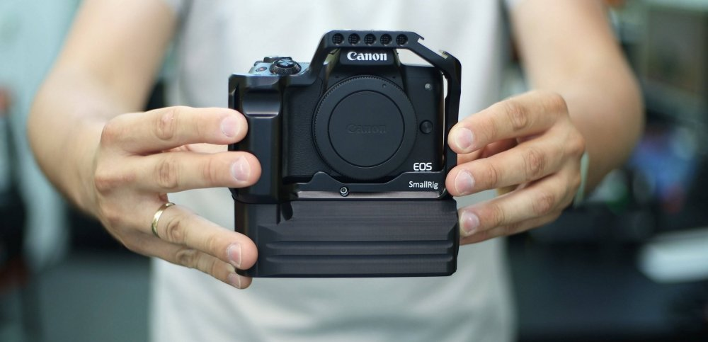 Battery Add-On for SmallRig 2168B Cage for CANON EOS M50 available in our online store