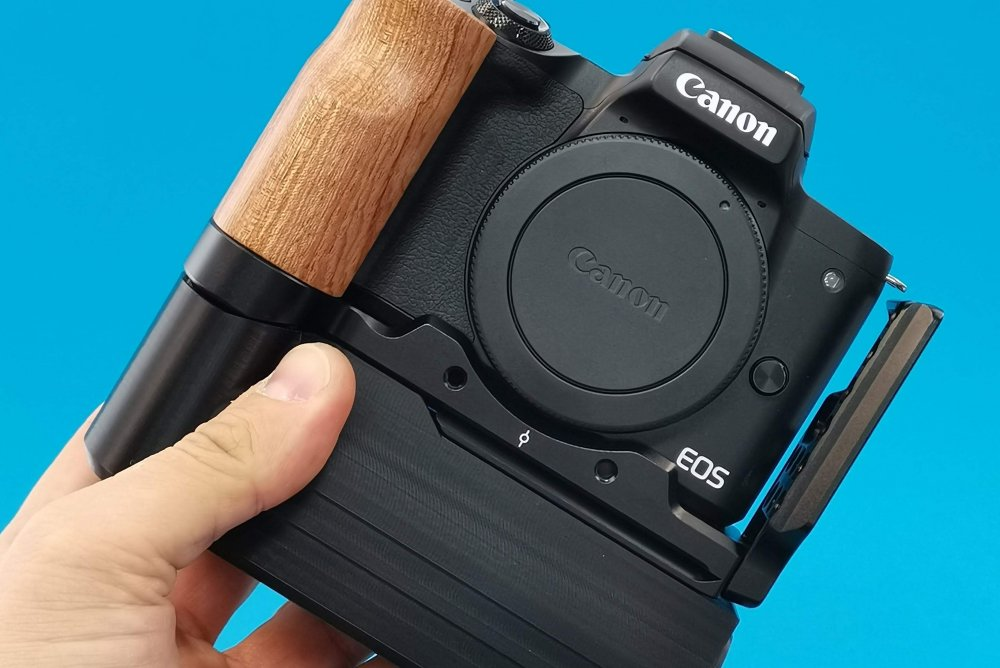 Battery Add-On for Canon EOS M50 and SmallRig L-bracket  by CustomBatteryGrips