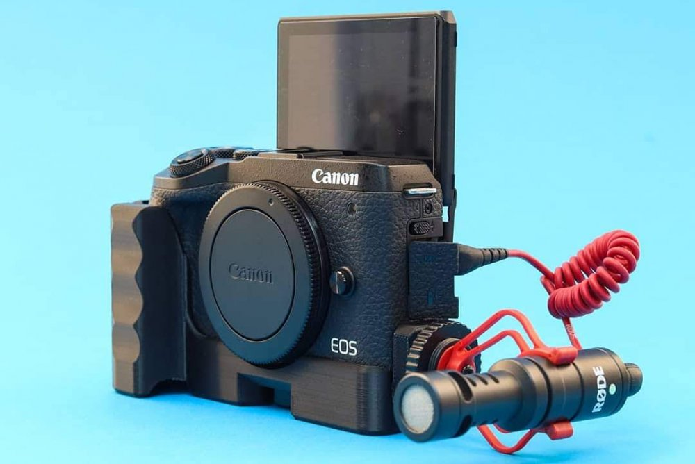Canon EOS M6 mark II + #CustomBatteryGrips Extension Grip and Rode Videomicro
