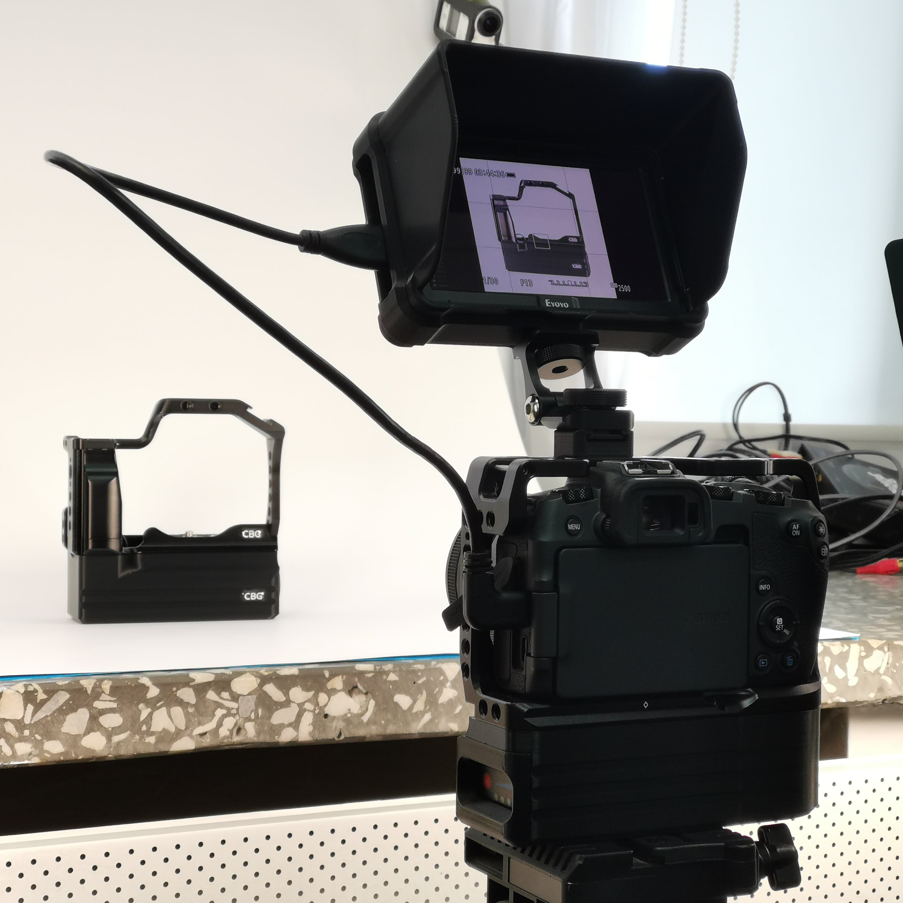 Canon EOS RP + cage + CustomBatteryGrips Battery Add-On